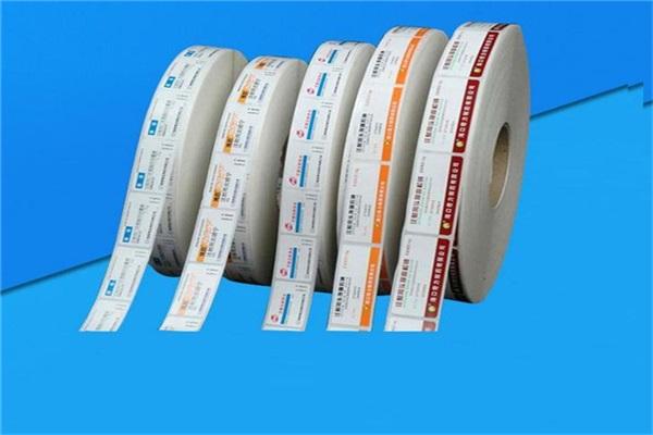 不(bu)干膠貼(tie)紙是在廣告行(xing)業(ye)中(zhong)使用(yong)非常(chang)廣泛的一(yi)種多種途(tu)廣告材料